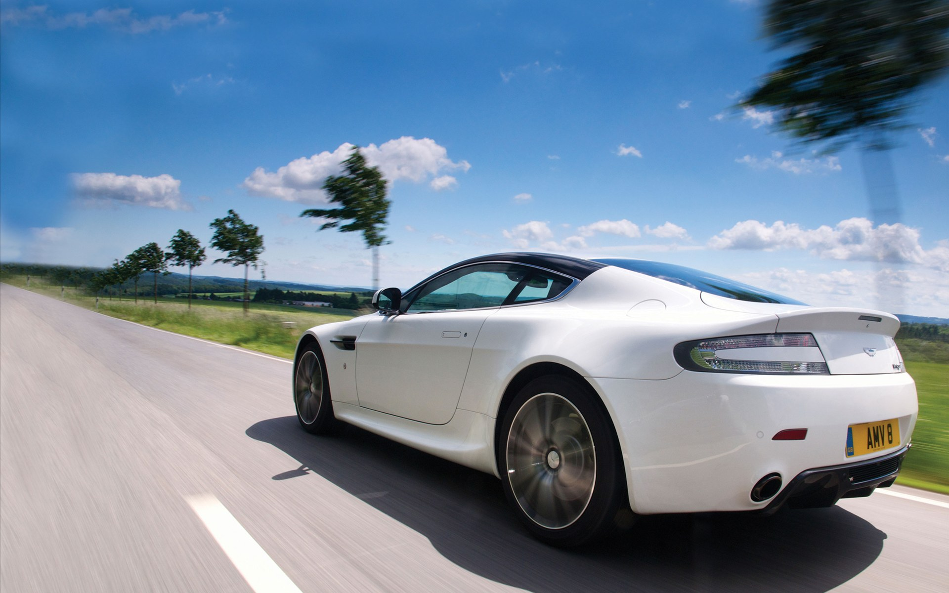 Aston Martin V8 Vantage N420 2011 widescreen 10 2011 Aston Martin V8 Vantage N420   Review, Photos, Price, Features