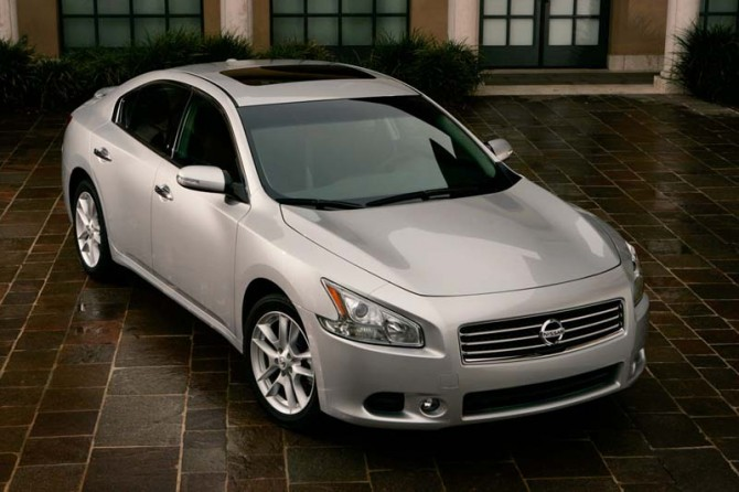 Nissan Maxima 2011 Front Angle Top View 670x446 2011 Nissan Maxima   Photos, Features, Price