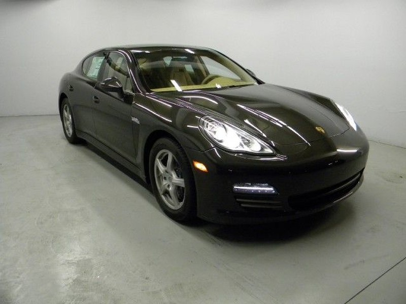 Ow 800 2011 Porsche Panamera 4   Features, Price, Photos