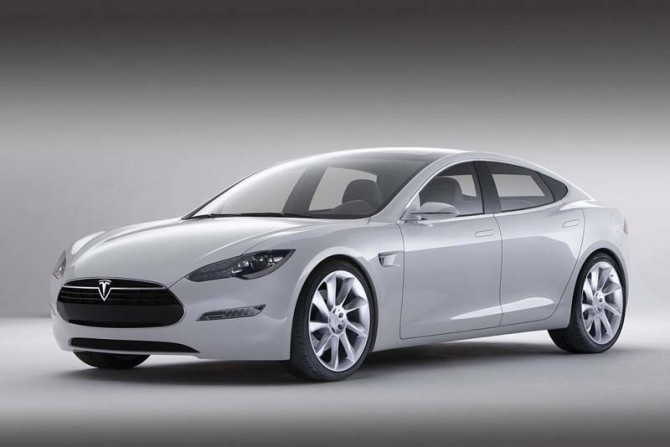 Tesla Model S 2011 Front Side View 670x447 2011 Tesla Model S   Features, Photos, Price