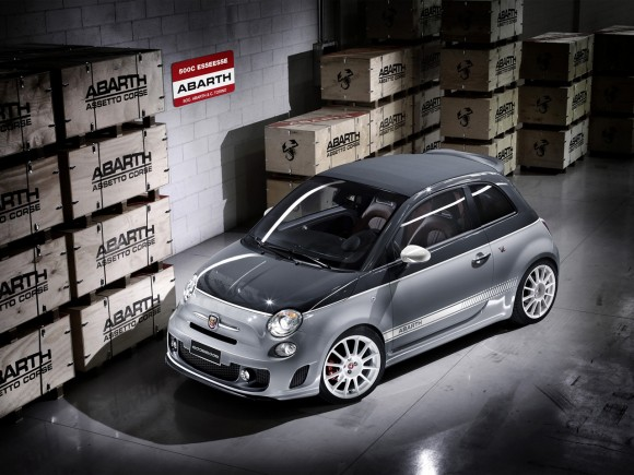 2011 Abarth 500C esseesse Front And Side Top Up 580x435 2011 Abarth 500C esseesse   Features, Photos