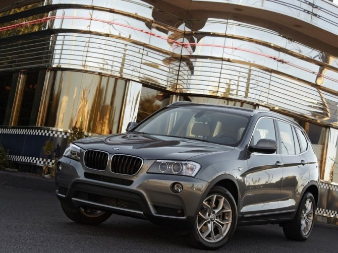 2011 BMW X3 xDrive20d Front Angle View 670x502 2011 BMW X3 xDrive20d   Photos, Features, Price