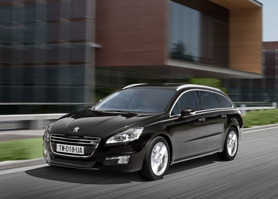 2011 Peugeot 508 SW from Front View Picture 570x409 2011 Peugeot 508 SW   Photos, Features