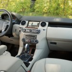 2011-land-rover-lr4_inside-03