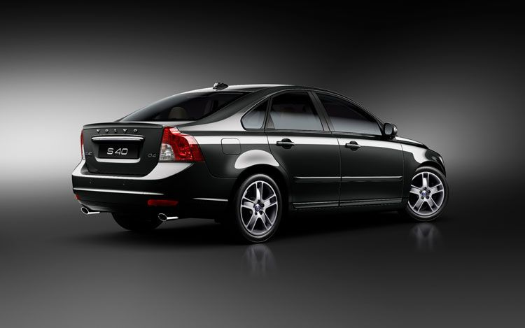2011 volvo s40 sedan in black 2011 Volvo S40 Sedan   Features, Photos, Price