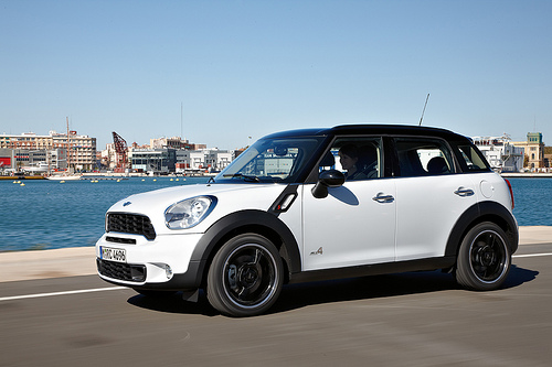 2011 mini cooper countryman features photos price. Black Bedroom Furniture Sets. Home Design Ideas