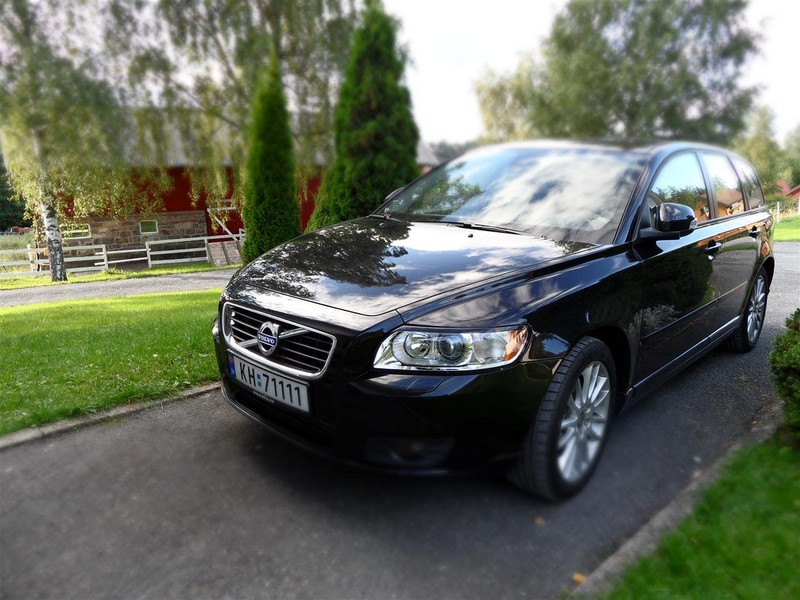 b 191631 2011 Volvo V50   Photos, Features, Price