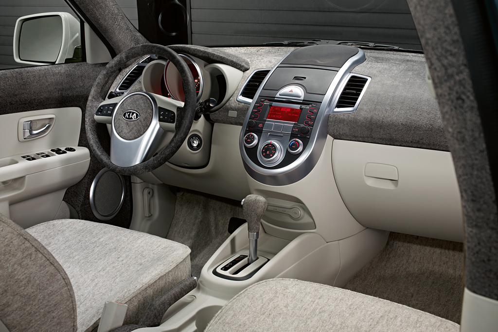 2011 kia soul searcher photos features price. Black Bedroom Furniture Sets. Home Design Ideas