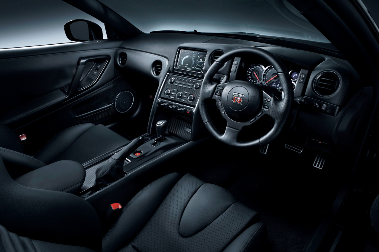 r35101018 34 2011 Nissan GT R   Features, Photos, Price
