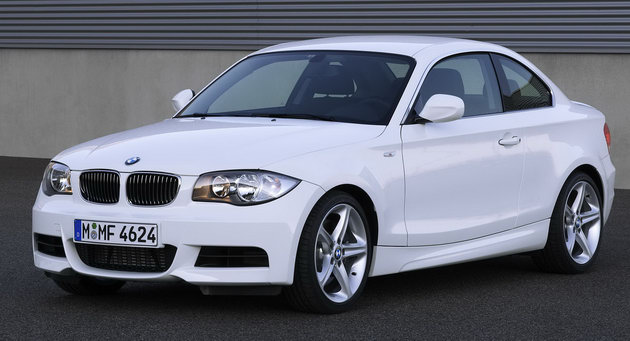 2011 bmw 1 series 135i convertible photos features price. Black Bedroom Furniture Sets. Home Design Ideas