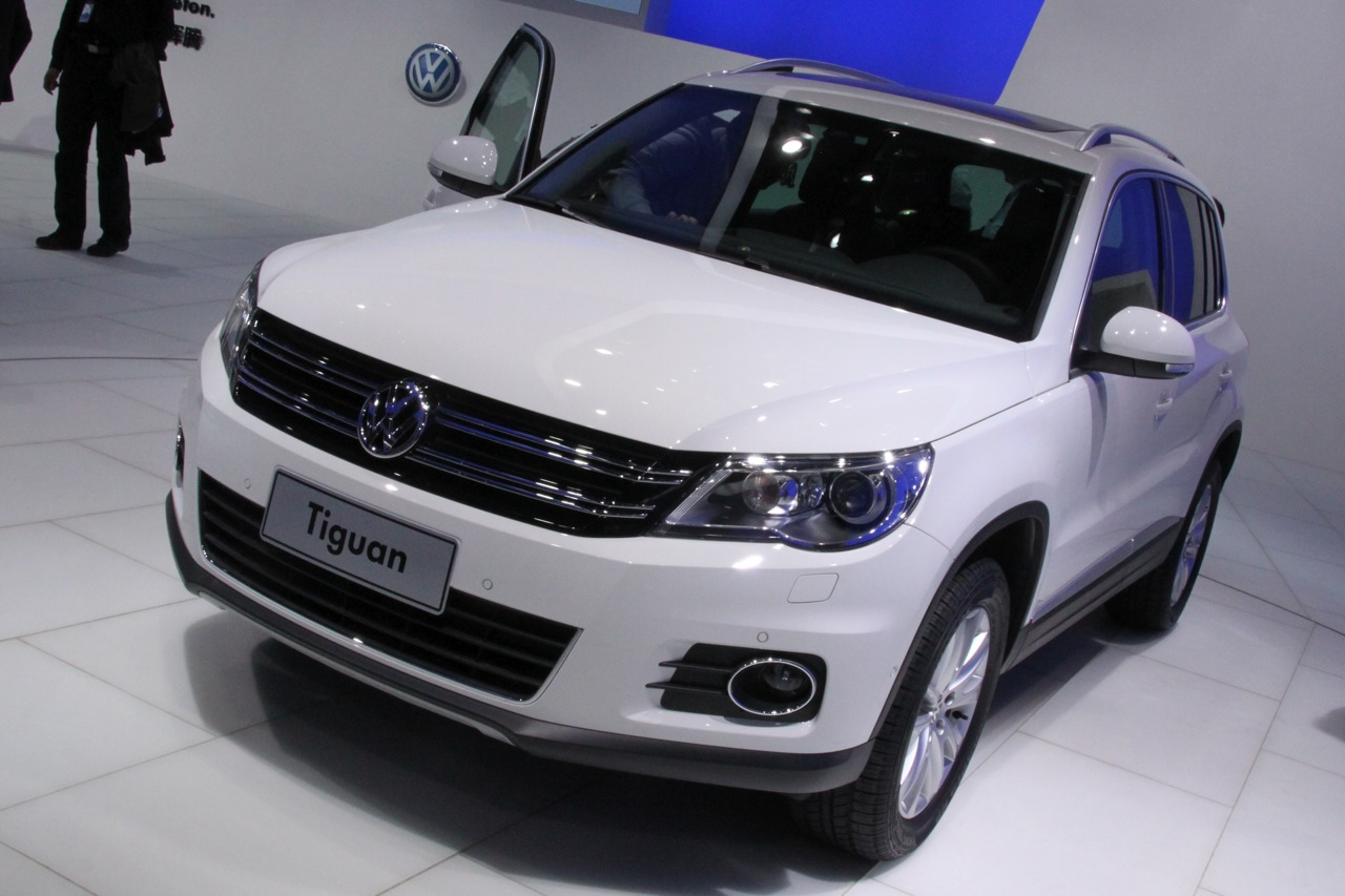 2011 volkswagen tiguan photos features price. Black Bedroom Furniture Sets. Home Design Ideas