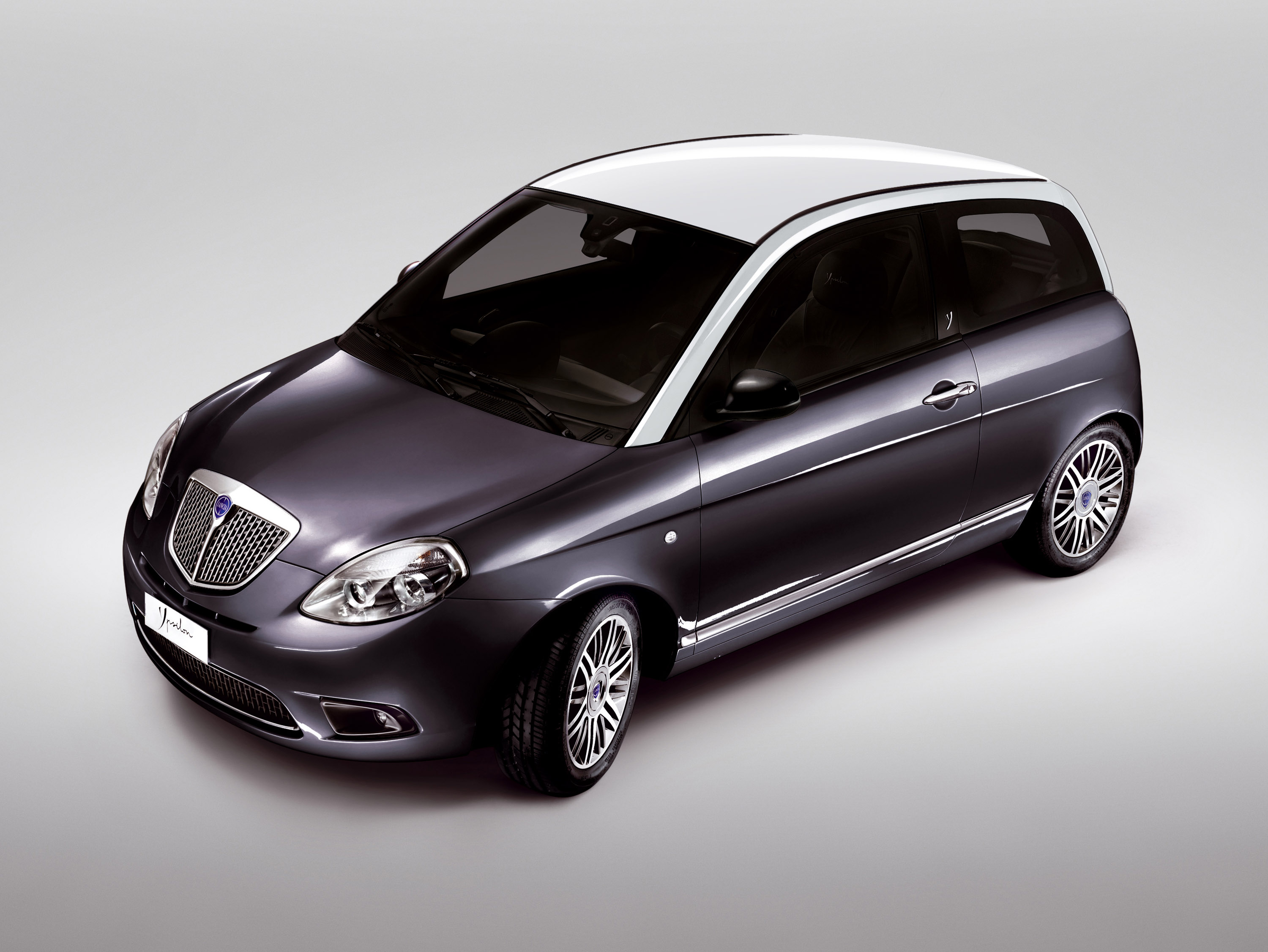 Lancia Ypsilon 2011 Model Shoots The Promos At Los