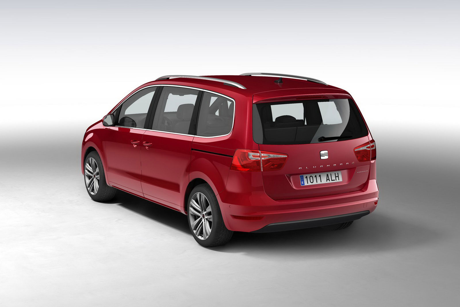 SEAT Alhambra Minivan equipped with 4WD Option   machinespider.com