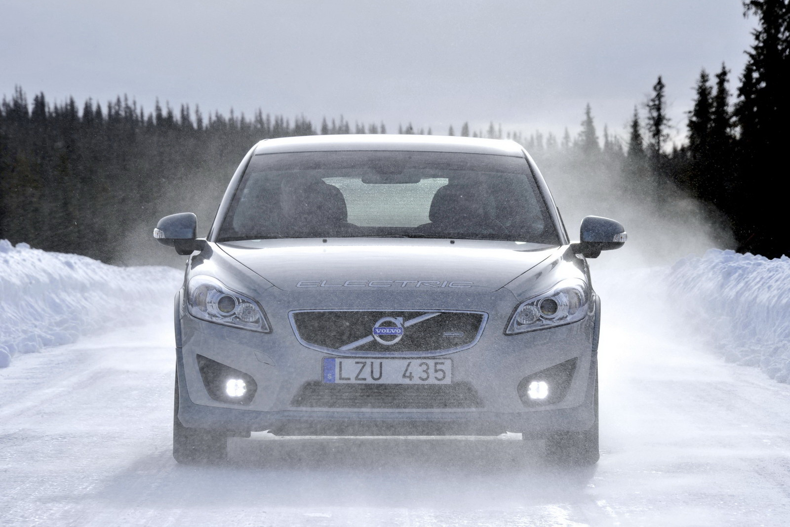 Volvo C30 Electric Powered Vehicle Will Be More Dynamic And Energy Efficient Machinespider Com