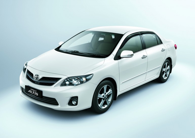 toyota corolla altis 2011 much more fuel economic. Black Bedroom Furniture Sets. Home Design Ideas