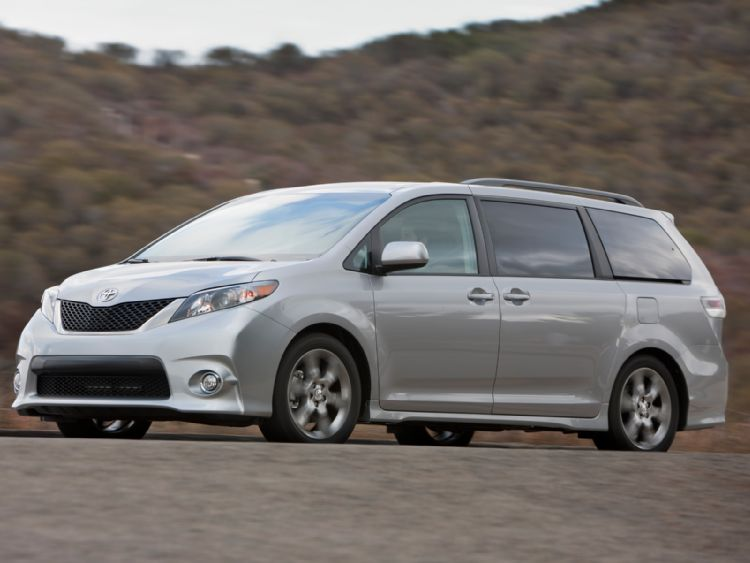 2011 Toyota Sienna 2 The 2011 Toyota Sienna offers great look and power