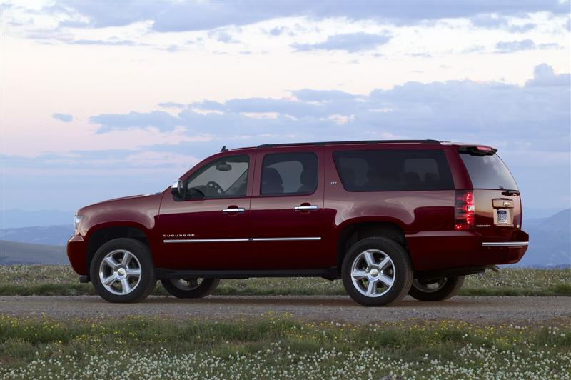 2011 chevrolet suburban 2 2011 Chevrolet Suburban The New Beast on the Road