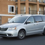 2011-chrysler-town-country (1)