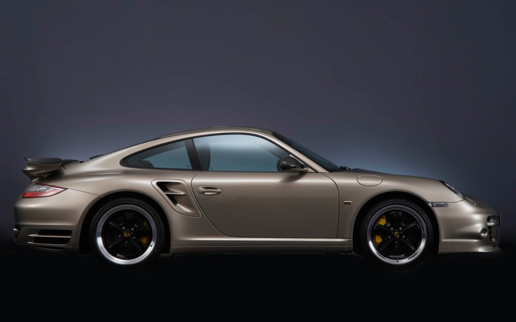 2011 porsche 911 turbo s 10 year anniversary edition 2 Porsche to Release 10 Copies of Gold and Black 911 Turbo S for China