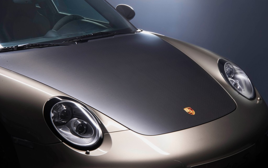 2011 porsche 911 turbo s 10 year anniversary edition Porsche to Release 10 Copies of Gold and Black 911 Turbo S for China