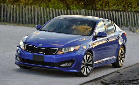 a kia with a difference the 2011 optima sx turbo. Black Bedroom Furniture Sets. Home Design Ideas