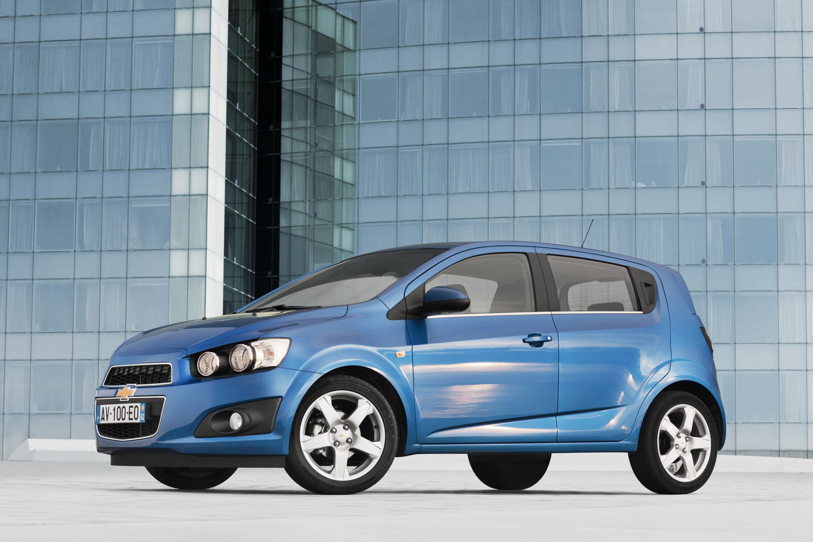 chevrolet to backfire 2012 aveo hatchback and sedan for. Black Bedroom Furniture Sets. Home Design Ideas