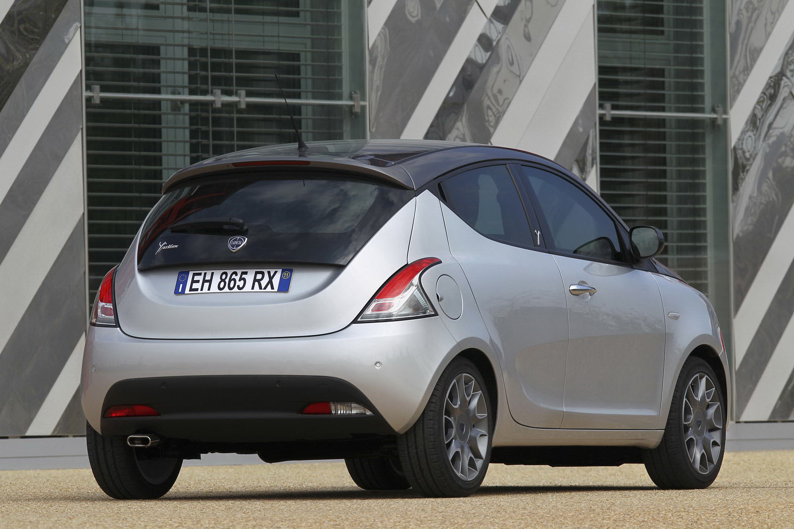Lancia Ypsilon 43 SMARTY LANCIA 2012 YPSILON GETS CLICKED