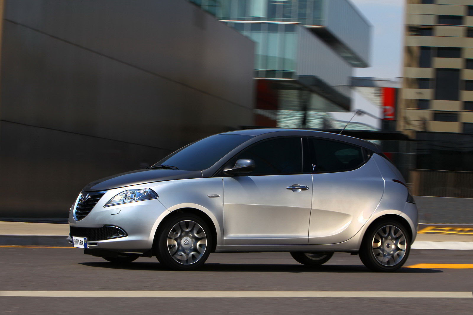 Lancia Ypsilon 45 SMARTY LANCIA 2012 YPSILON GETS CLICKED