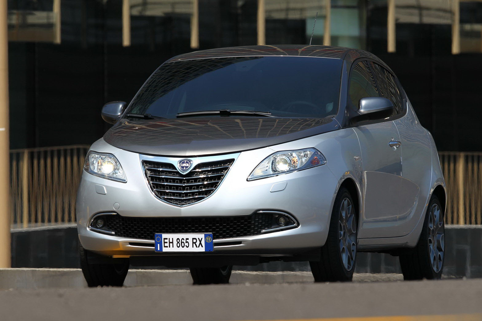 Lancia Ypsilon 48 SMARTY LANCIA 2012 YPSILON GETS CLICKED