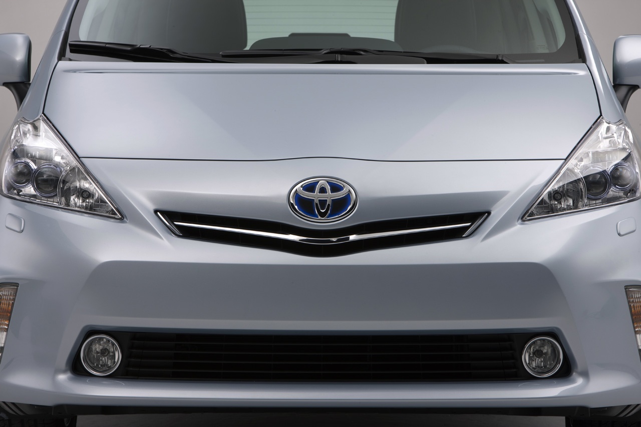 Toyota prius v 24 It is Official: 2012 Toyota Prius V Premiership Delayed due to Tsunami