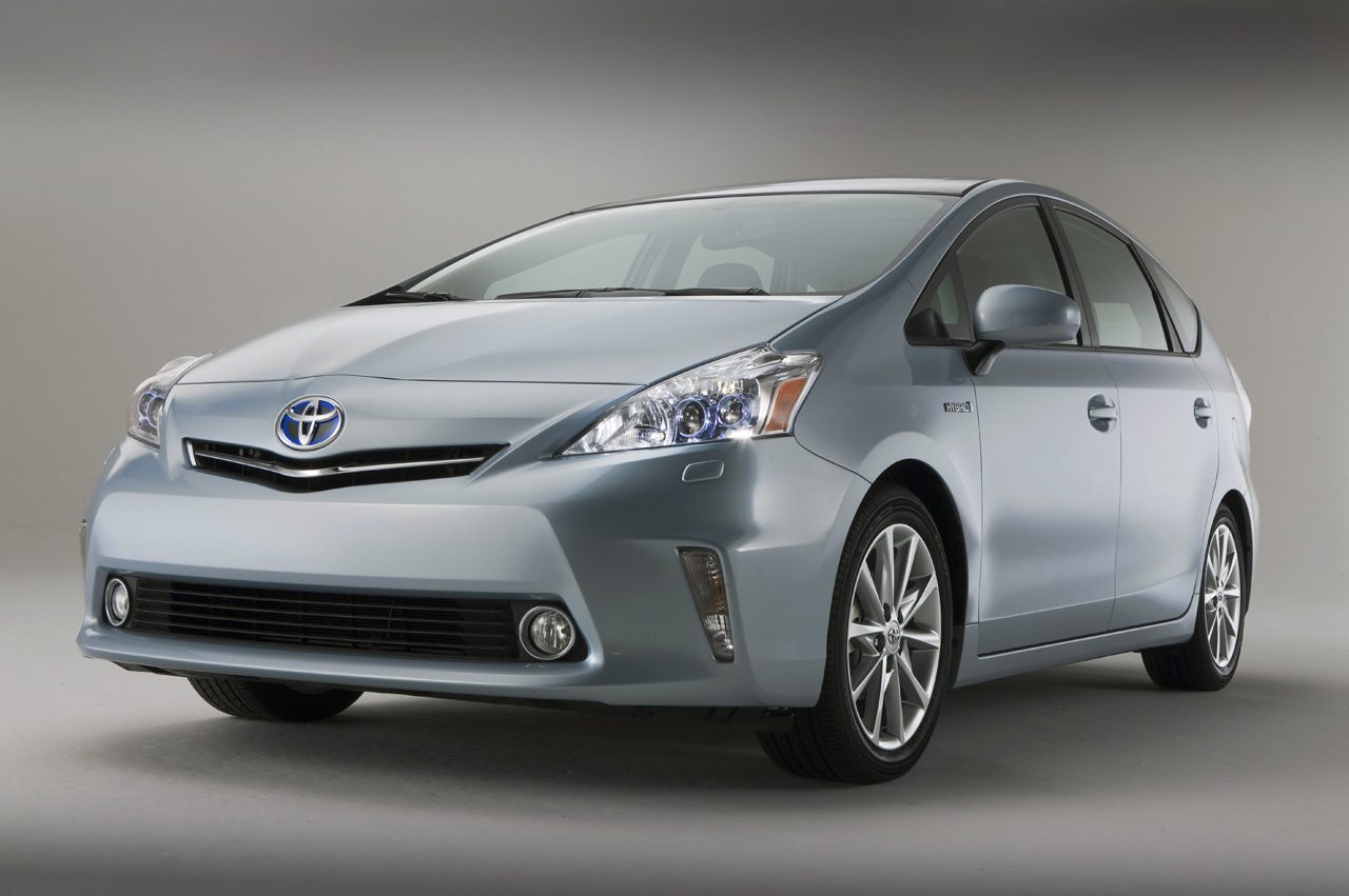 Toyota prius v 5 It is Official: 2012 Toyota Prius V Premiership Delayed due to Tsunami