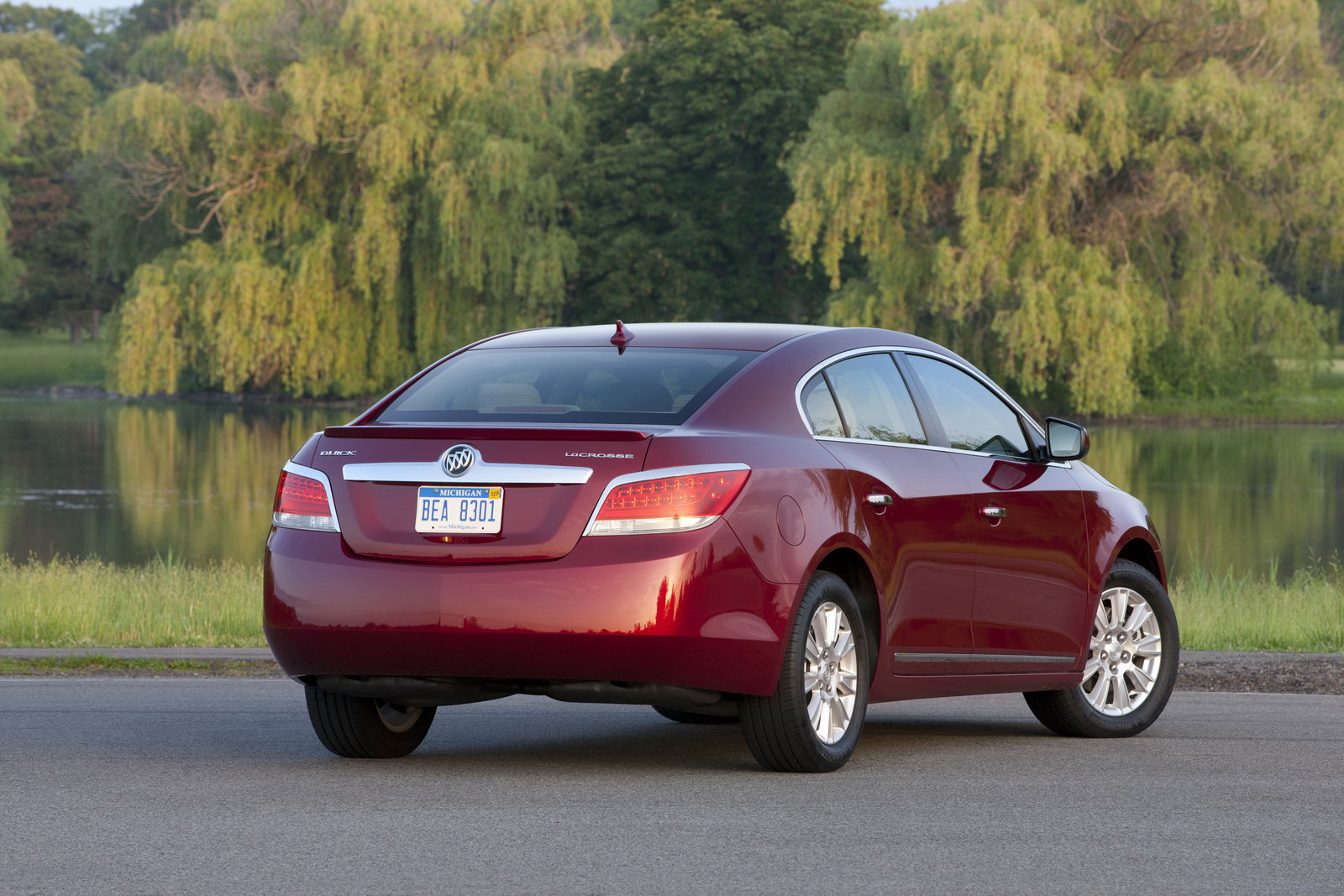 Buick LaCrosse 1 2012 LaCrosses with eAssist Technology  A Short Car Review