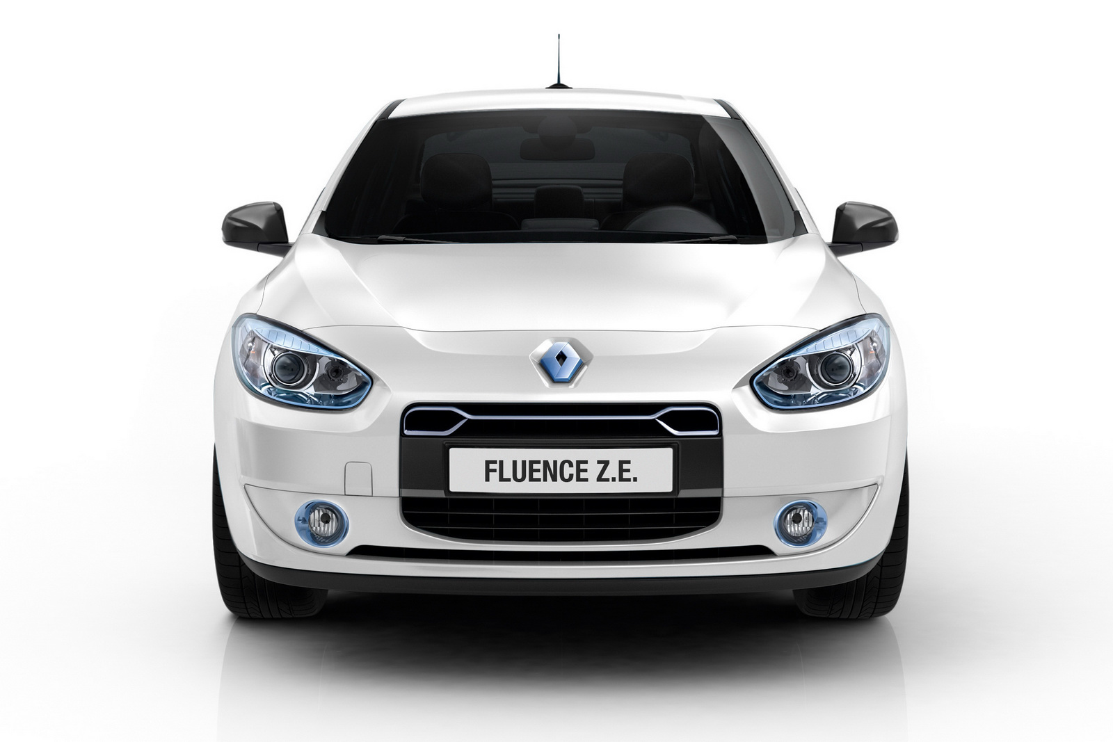 Renault Fluence ZE Fluence Z.E. Saloon Car to be Launched by Renault with Revised Price Range
