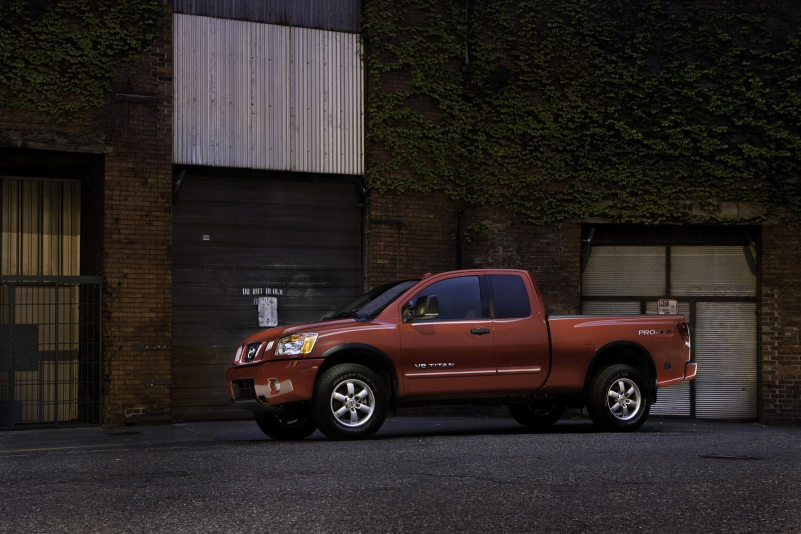 2011 Nissan Titan truck 9 2011, Nissan's take on the large size truck