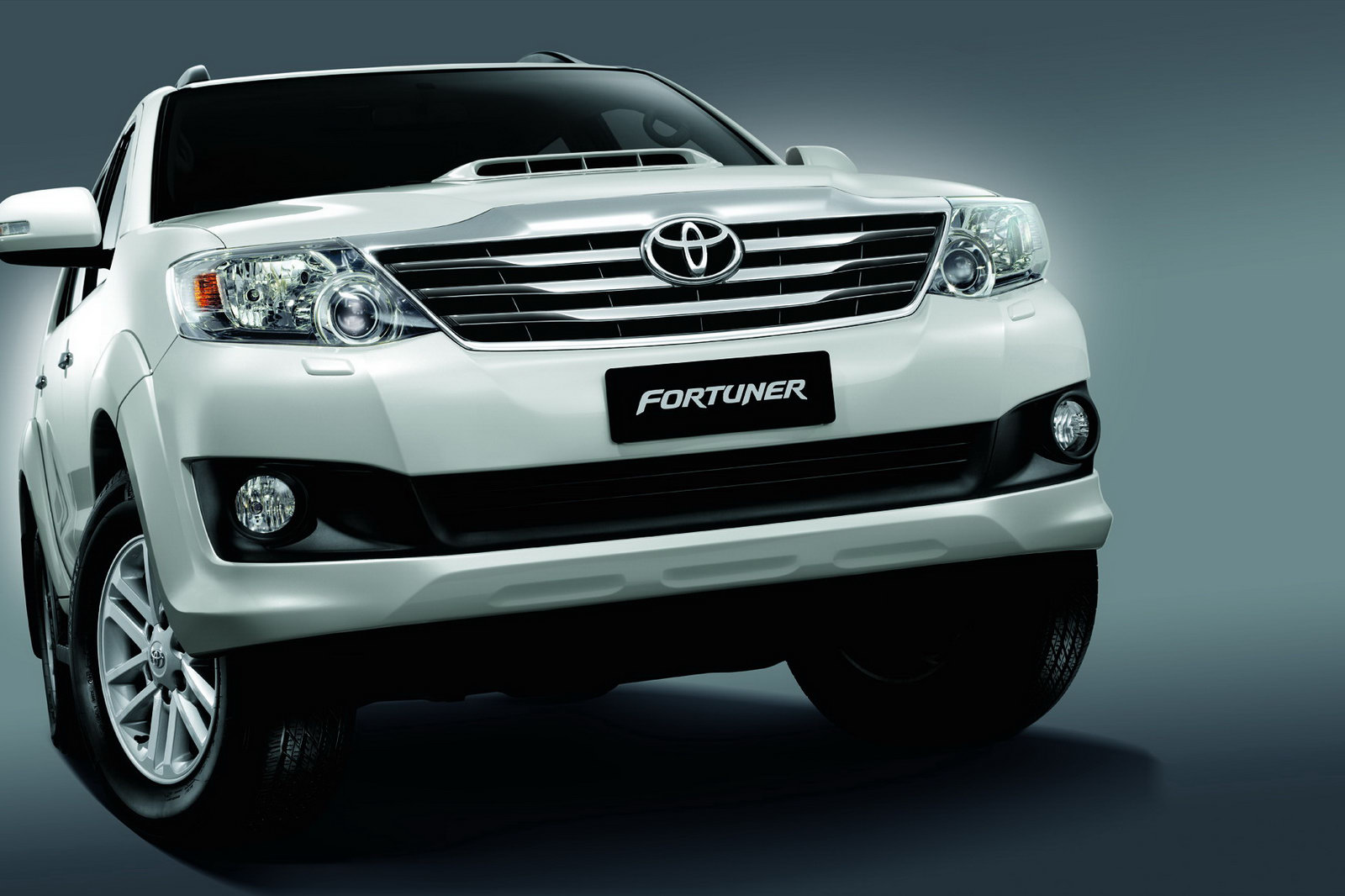 2012 Toyota Fortuner 4 Toyota unveils the 2012 Fortuner Asian Model