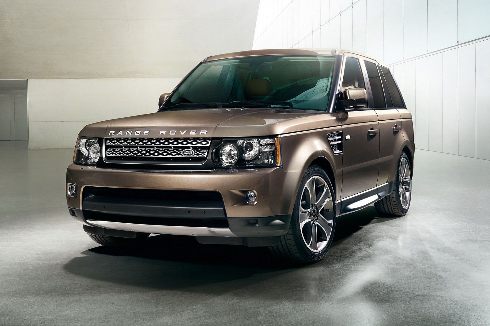 RR Sport 2012 1 New 8 speed auto and diesel engine in 2012 Range Rover Sports commands better performance