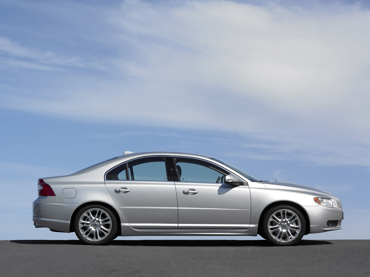 2007 volvo s80 1 Steering issues makes Volvo recall 2007 S80 Sedan