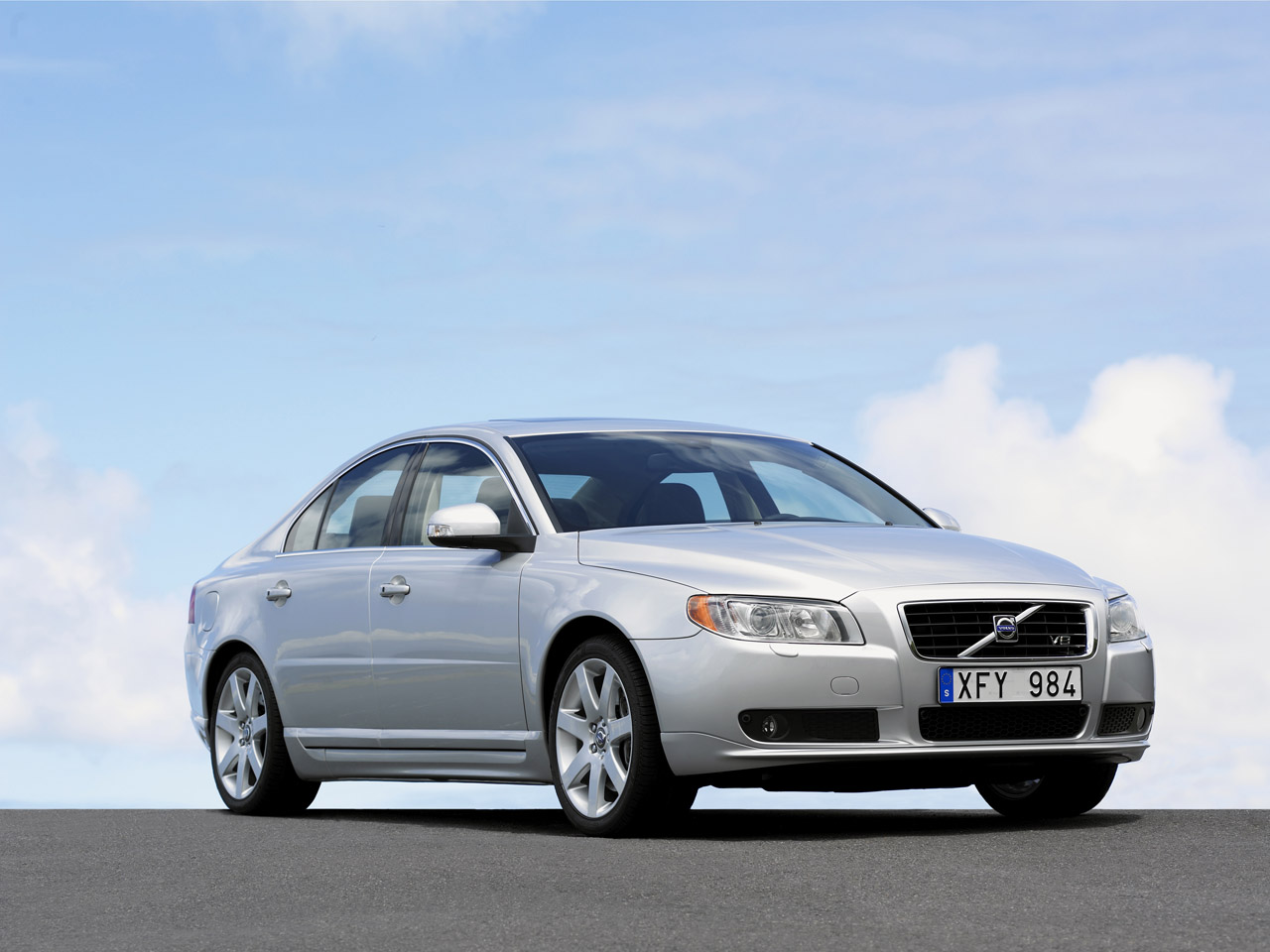 2007 volvo s80 10 Steering issues makes Volvo recall 2007 S80 Sedan