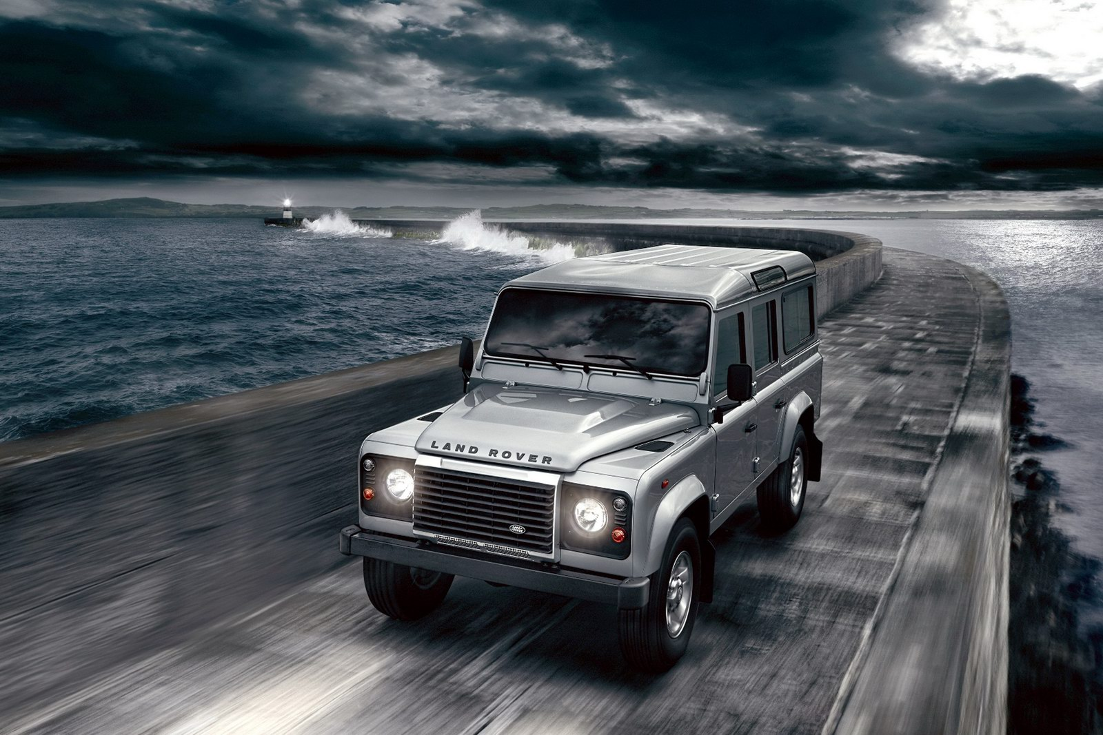2012 Land Rover Defender 1 2012 Land Rover Defender   Futuristic Car with New Upgradation Tools