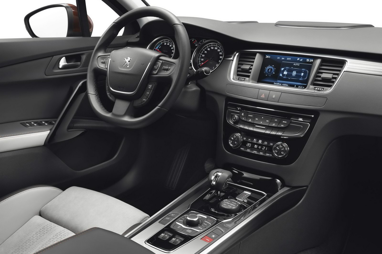 2012 Peugeot 508 RXH diesel hybrid 508 RXH Diesel   Electric Hybrid Crossover with Compact Technical Features