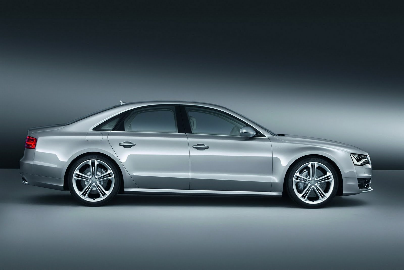 2013 audi s8 5 AUDI UNVEILS NEW 2013 S8 WITH 4.0 LITER TWIN TURBO V8 AND 520 HORSES