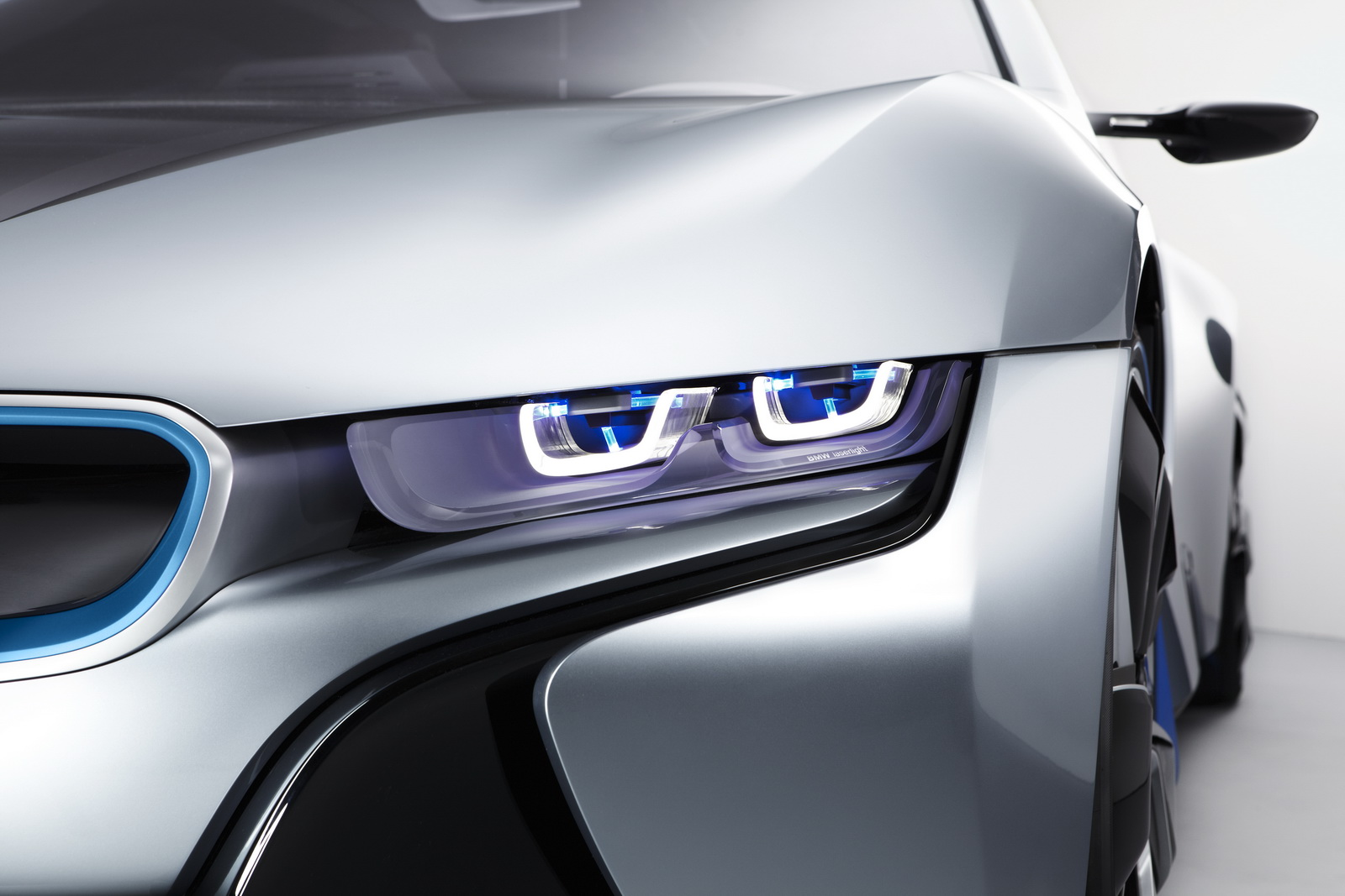 BMW LASER 1 BMW IMPLEMENTS NEW LIGHTING FOR ITS CAR