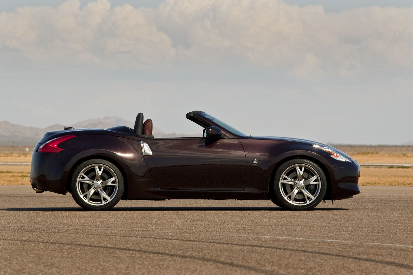 2012 Nissan 370Z 1 2012 Nissan 370Z modified with typical Oil Cooler and Base revised