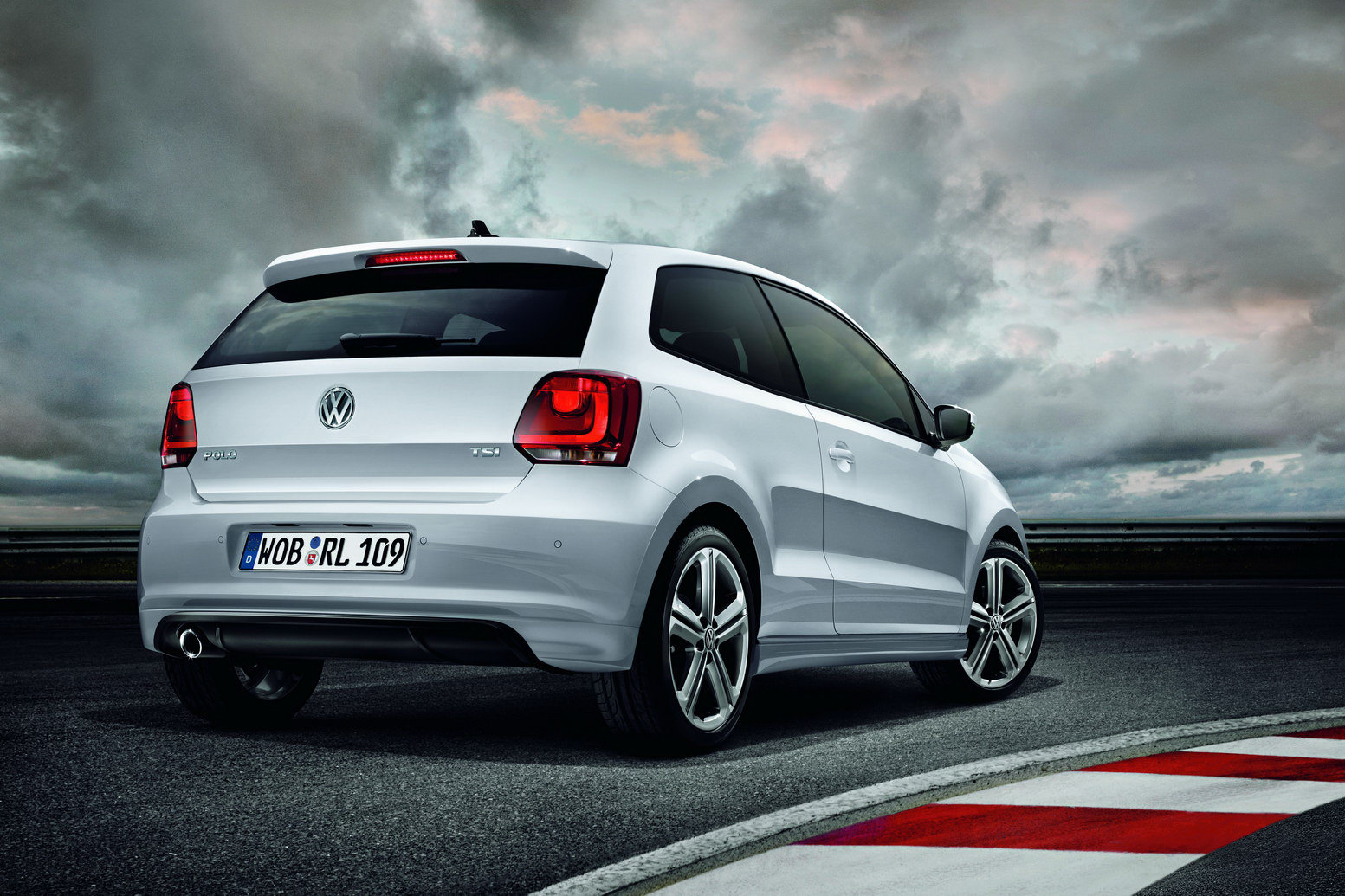New Volkswagen Polo R Line and Passat Exclusive Edition 1 Loads of renovation by Volkswagen