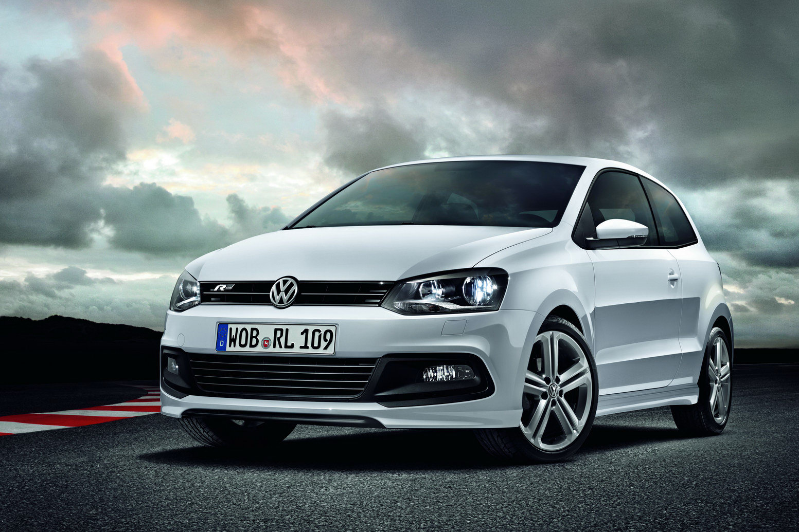 New Volkswagen Polo R Line and Passat Exclusive Edition Loads of renovation by Volkswagen