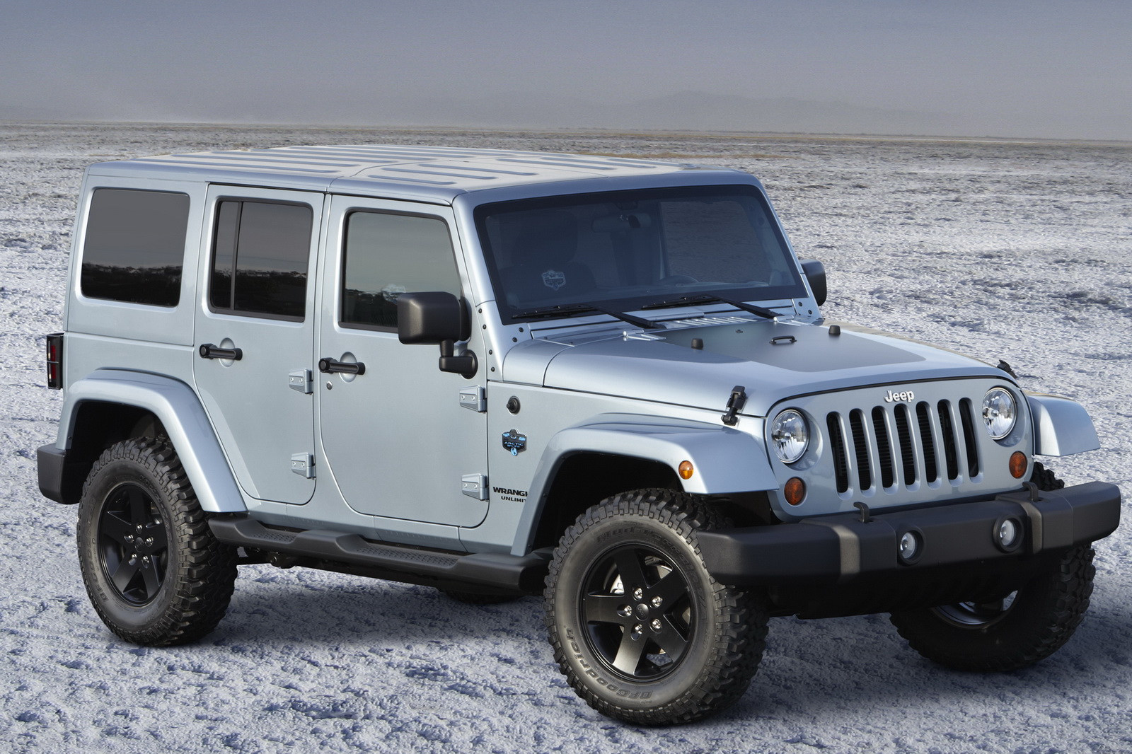 Jeep Rubicon Seats >> 2012 Jeep Wrangler and Liberty SUV Arctic Specials – A Review | machinespider.com