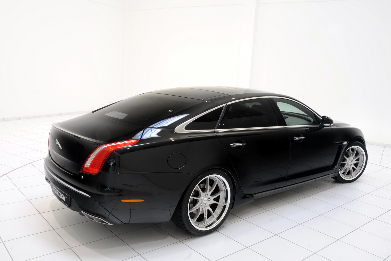 2012 Jaguar XJ Limo 4 Startech adds Style to the 2012 Jaguar XJ Limo