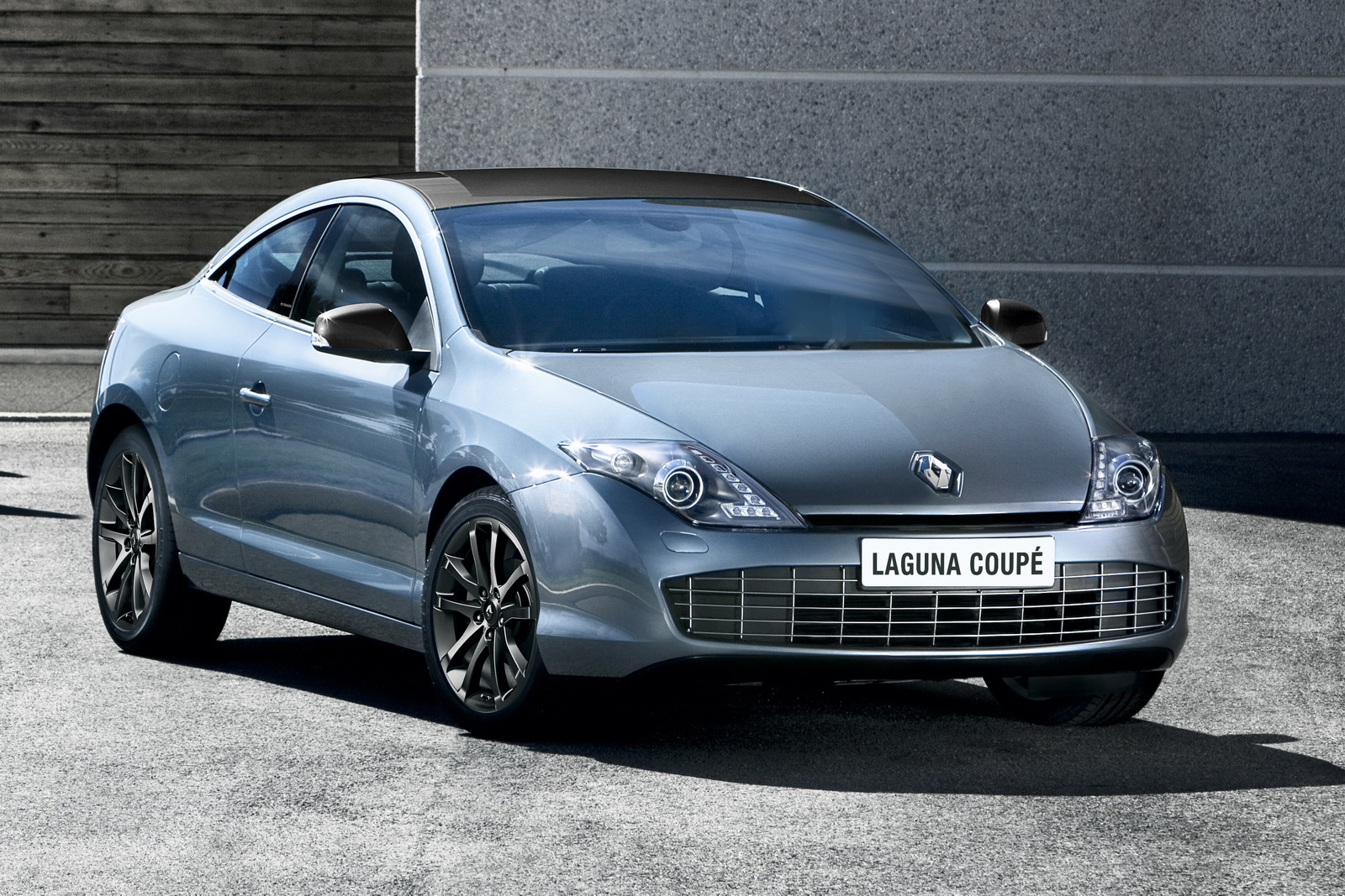 2012 laguna coupe to be launched soon by renault. Black Bedroom Furniture Sets. Home Design Ideas