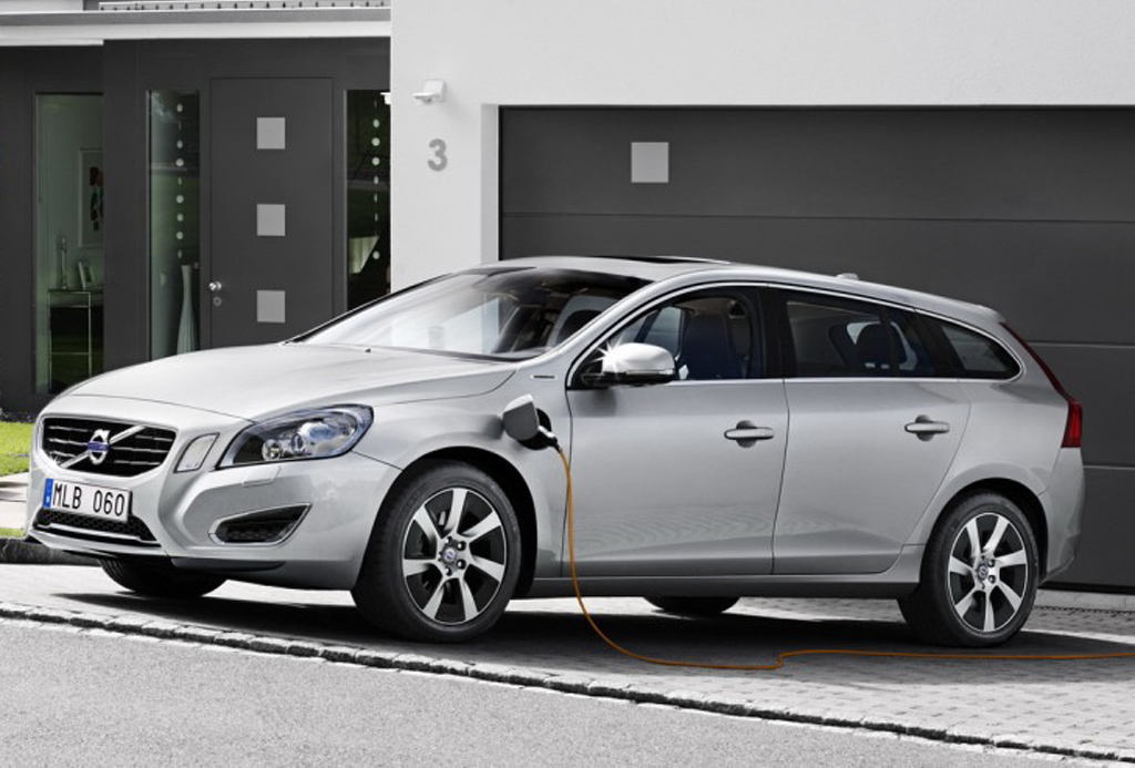 Volvo V60 D6 Plug In Diesel Electric Hybrid Volvos New V60 D6 Plug In Diesel Electric Hybrid in Europe