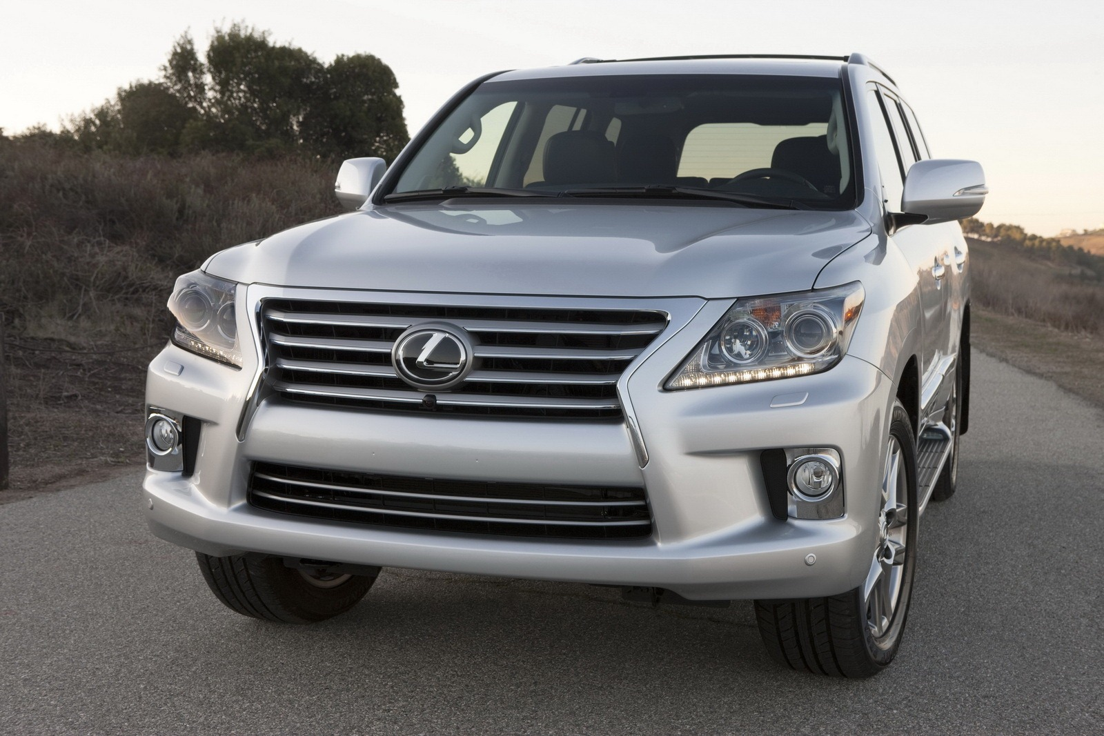 2013 Lexus LX 570 Luxury SUV 1 2013 Lexus LX 570 Luxury SUV   An Overview